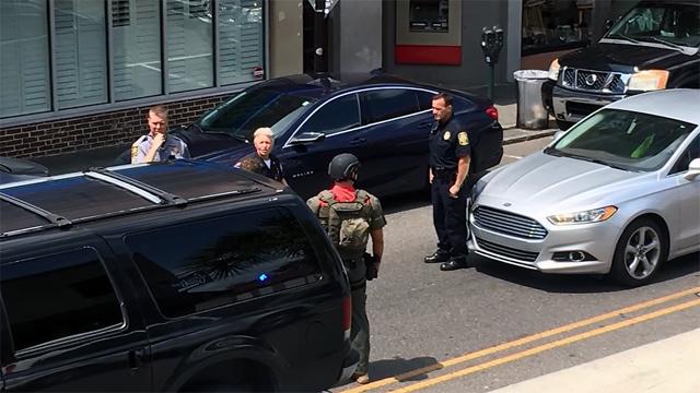 Charleston shooting scene photo_1503601569470-159532.jpg24037077