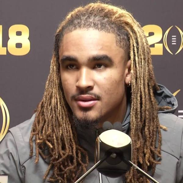 Jalen_Hurts_speaks_at_2018_National_Cham_0_20180106224306