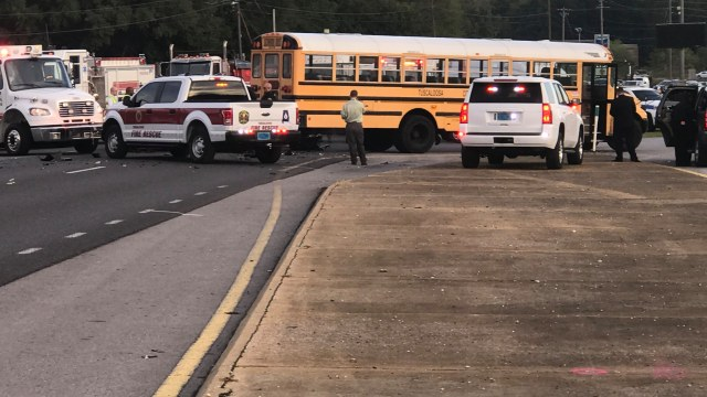 1 dead after accident involving school bus in Tuscaloosa