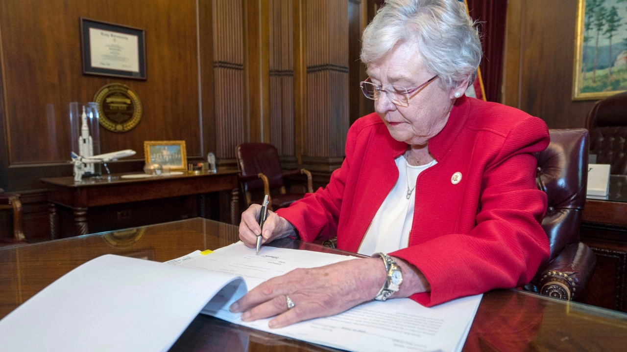 Gov. Ivey forming study group on gambling, lottery in Alabama